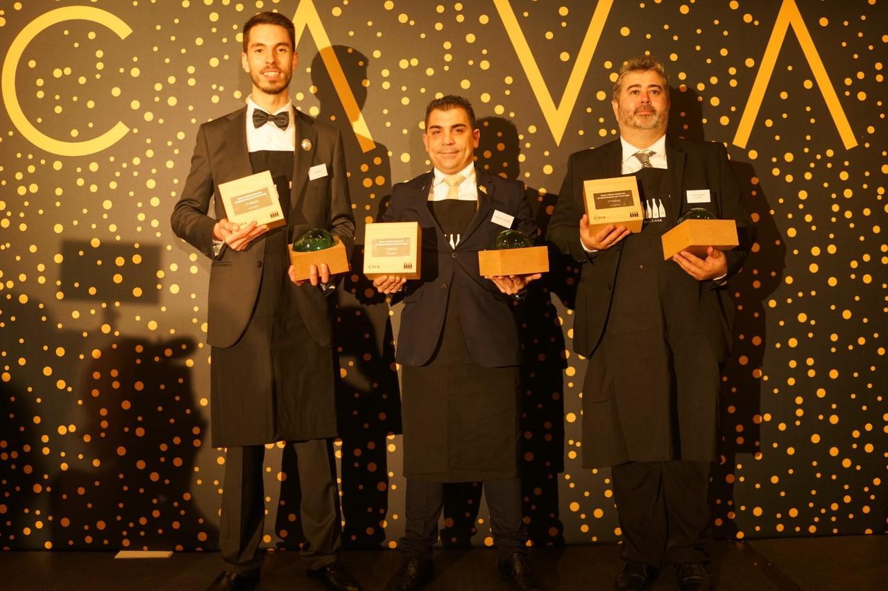 De izquierda a derecha: Iván Ruiz, Roberto Durán y Guillermo Llopis, ganadores del concurso Mejor Sumiller Internacional en Cava 2019