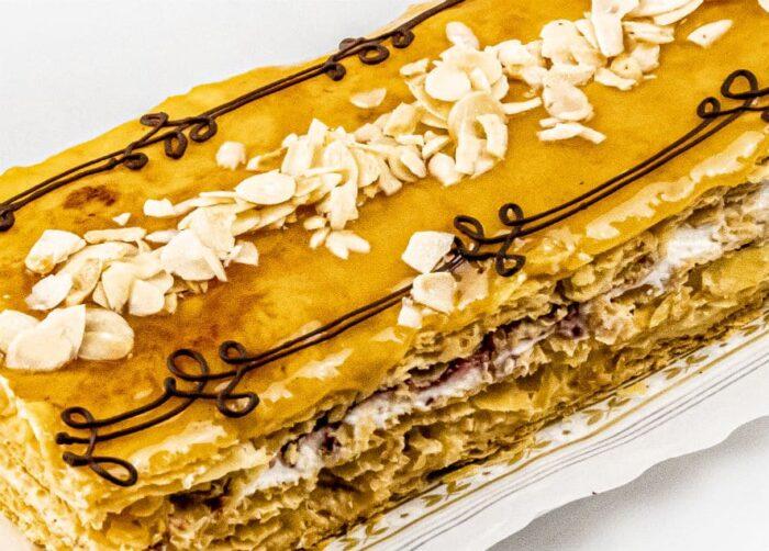 10.tarta-de-hojaldre-gourmet-con-nata-crema-mermelada-de-frambuesa-gregorio-tudanca-03
